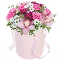 Цветы в шляпной коробке.