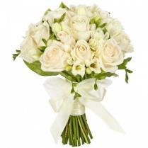 Букет невесты из белых роз и фрезии