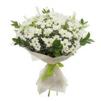 Букет из белых хризантем.