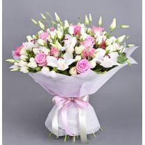 Букет с орхидеей, розами, эустомой