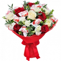 Букет роз с Раффаэлло.