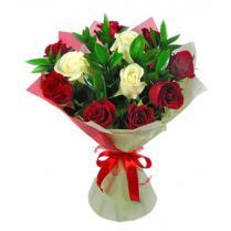 Букет из красных и белых роз (11 шт.)