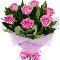 Букет из розовых роз (7 шт.) с зеленью