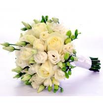 Букет невесты из розы, эустомы и фрезии