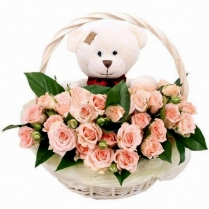 Корзина  с нежными розами и Мишкой