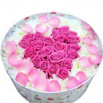 Сердце из роз в коробке.