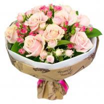Букет кремовых роз и нежных кустовых роз