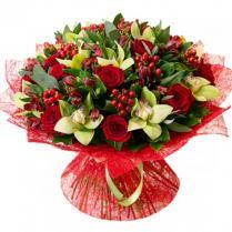 Букет с красными розами и зеленой орхидеей