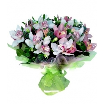 Букет из белой и розовой орхидеи.