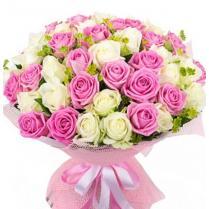 Букет из  розовой и белой розы (51 шт.)