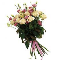 Букет из белых роз и розовой эустомы.