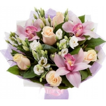 Букет кремовые розы и розовые орхидеи