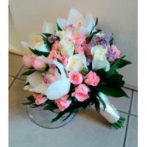 Букет невесты из белой орхидеи