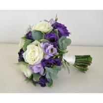 Букет невесты из белых роз и эустомы
