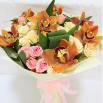 Букет с шоколадной орхидеей