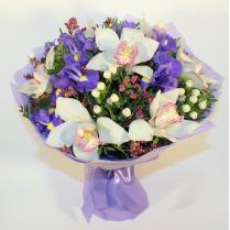 Букет из белой орхидеи и ирисов