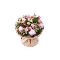 Букет с пионами и кустовыми розами