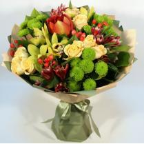 Букет с разнообразными цветами