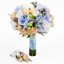Букет невесты из гортензии и кустовой розы