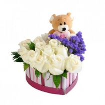 """Коробка-""""сердце""""  с розами и  игрушкой."""