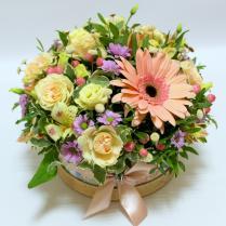 Коробка с нежными цветами