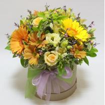 Шляпная коробка с герберами и другими цветами