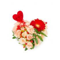 Нежное сердце с красной герберой
