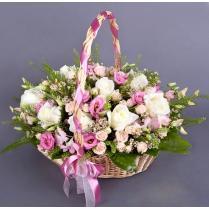 Корзина нежная с белыми розами