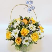Корзина с желтыми розами