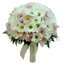 Букет невесты из ромашковых хризантем.