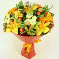 Букет с яркими орхидеями