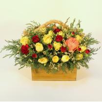 Ящик с кустовыми розами