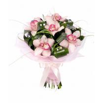 Букет из орхидеи с зеленью