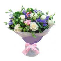 Букет с белыми розами, эустомой и статицей